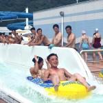 Иностранные туристы впервые получили возможность заниматься серфингом на пляжах КНДР