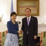 Президент РК Пак Кын Хе встретилась с генсеком ООН Пан Ги Муном