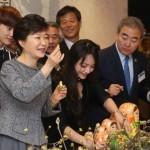 На Новый год южнокорейский лидер Пак Кын Хе получила в подарок от Путина набор матрешек