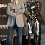 Арнольд Шварценеггер прилетел в Сеул на премьеру Терминатор-5